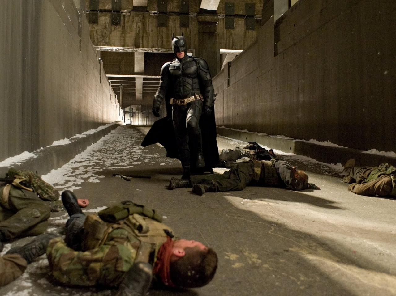 The Dark Knight Rises Still-Batman After Fight