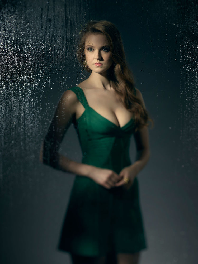 Maggie-Geha-Poison-Ivy-Gotham